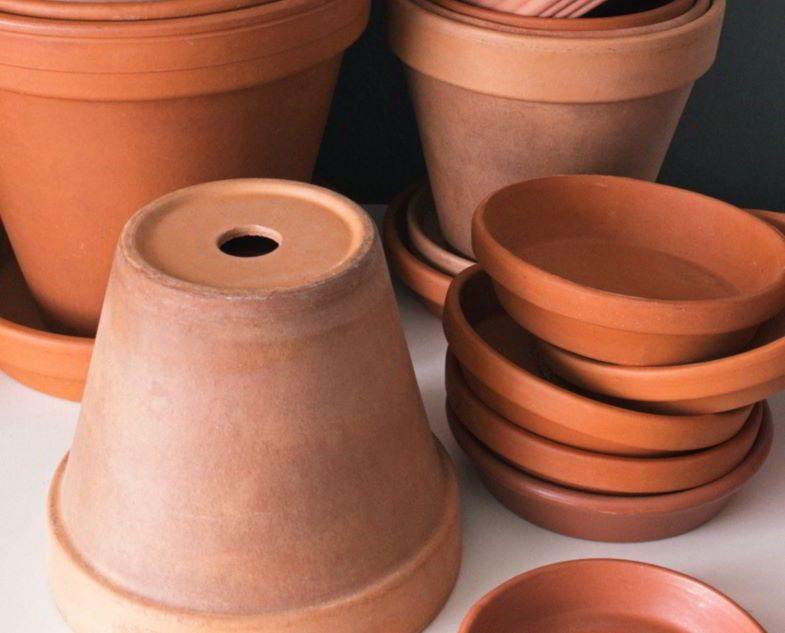 Circular shape of the terracotta pots